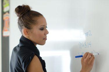 【教員は「なんでも屋」?】中学校の先生の残業の理由「事務仕事」について