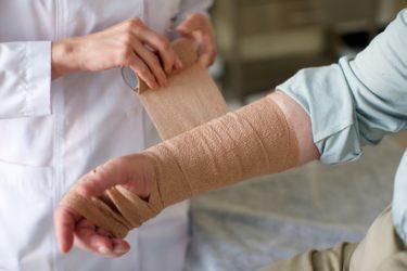 「二次救急病院の整形外科病棟」の「看護師」の仕事内容・給料レポート