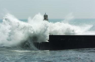 【台風接近】台風から日本を守る公務員の職業について