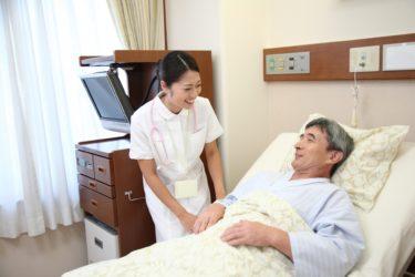 消化器外科の病棟で働く看護師