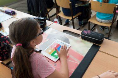 長崎県の公立小学校で働く女性教師の仕事内容・給料レポート