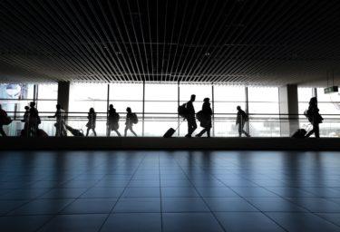 11月にコロナウィルス感染者が増えたのは「入国規制緩和」の影響なのか?調査レポート